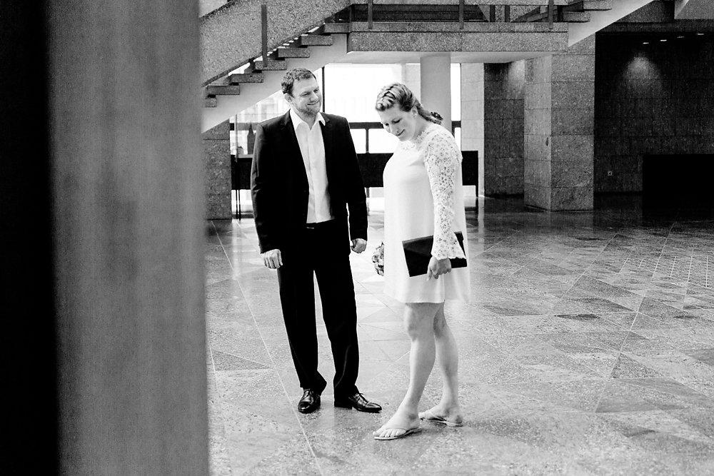 Hochzeitsfotograf-bochum-Standesamtliche-Hochzeit-am-Rheinufer-Koln-1.jpg
