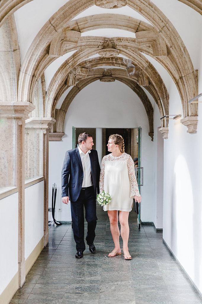 Hochzeitsfotograf-bochum-Standesamtliche-Hochzeit-am-Rheinufer-Koln-5.jpg
