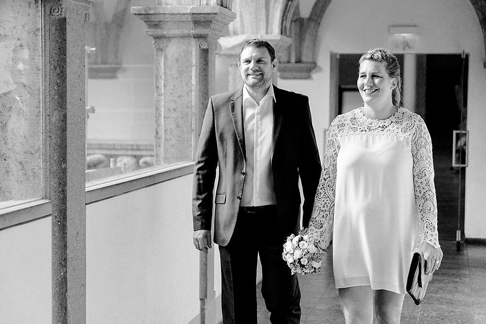 Hochzeitsfotograf-bochum-Standesamtliche-Hochzeit-am-Rheinufer-Koln-6.jpg