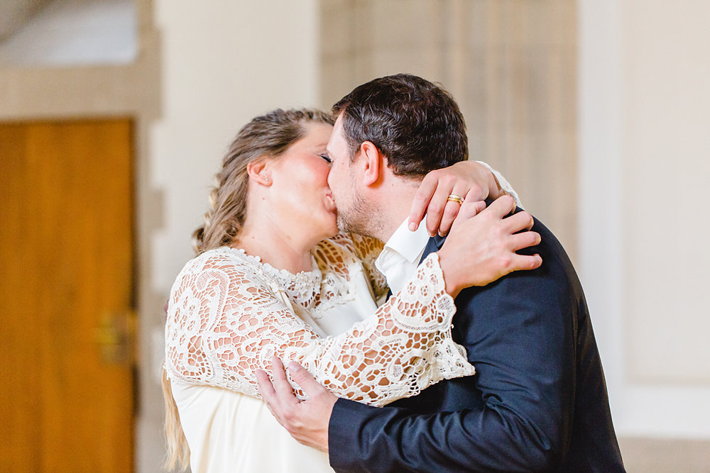 Hochzeitsfotograf-bochum-Standesamtliche-Hochzeit-am-Rheinufer-Koln-11.jpg