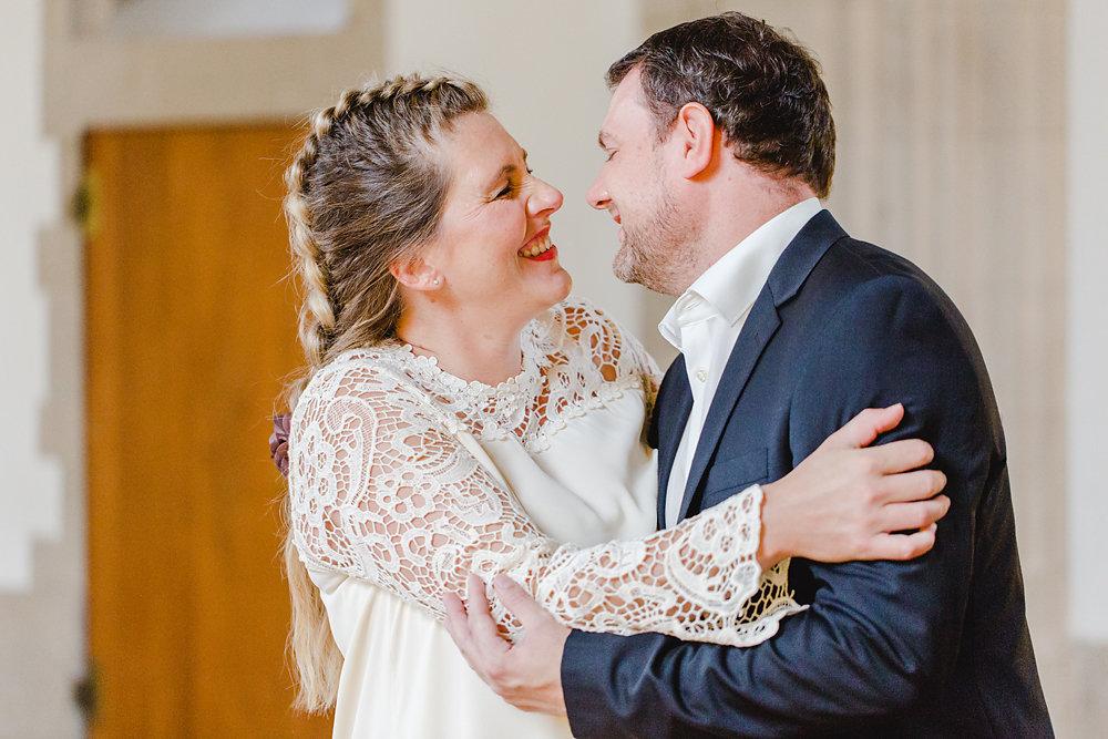 Hochzeitsfotograf-bochum-Standesamtliche-Hochzeit-am-Rheinufer-Koln-12.jpg