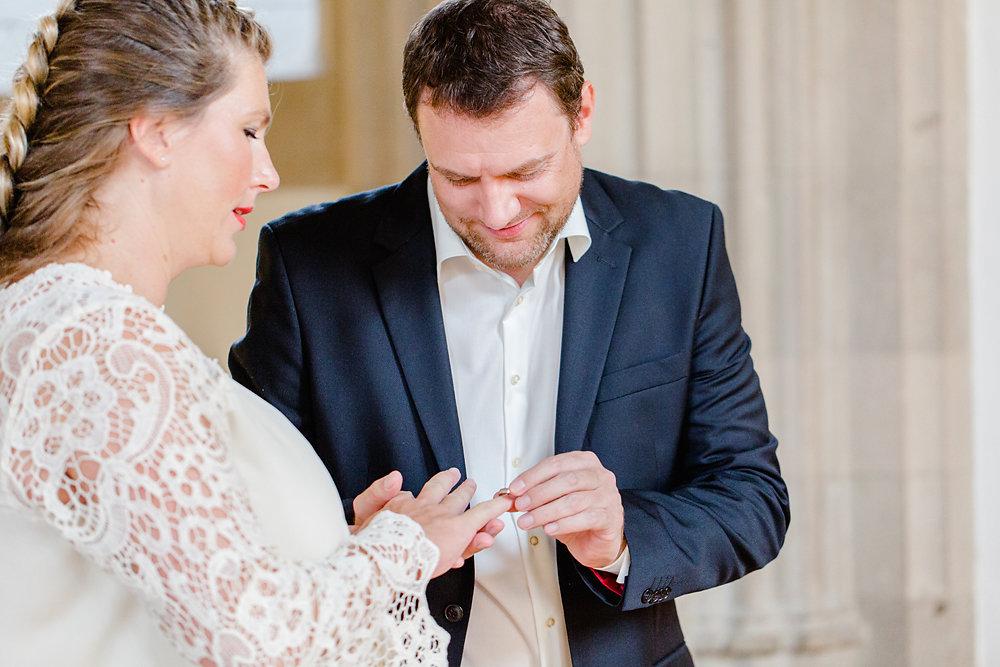 Hochzeitsfotograf-bochum-Standesamtliche-Hochzeit-am-Rheinufer-Koln-13.jpg