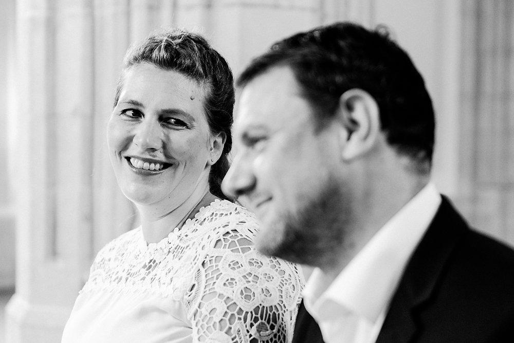 Hochzeitsfotograf-bochum-Standesamtliche-Hochzeit-am-Rheinufer-Koln-15.jpg