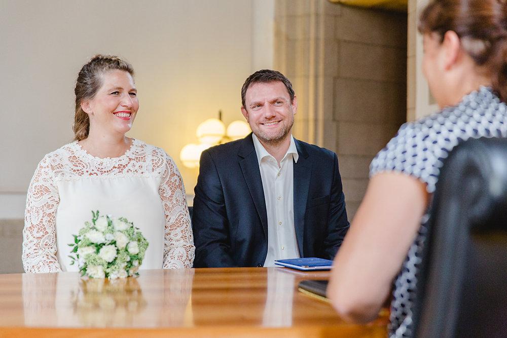 Hochzeitsfotograf-bochum-Standesamtliche-Hochzeit-am-Rheinufer-Koln-20.jpg