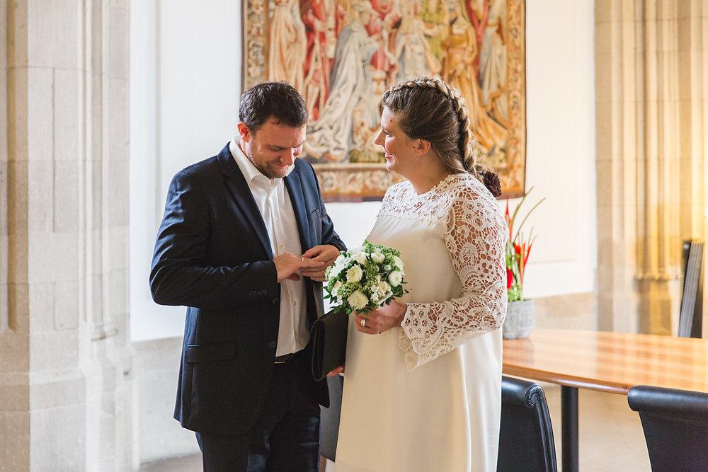 Hochzeitsfotograf-bochum-Standesamtliche-Hochzeit-am-Rheinufer-Koln-22.jpg