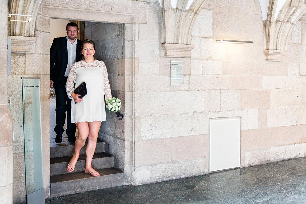 Hochzeitsfotograf-bochum-Standesamtliche-Hochzeit-am-Rheinufer-Koln-23.jpg