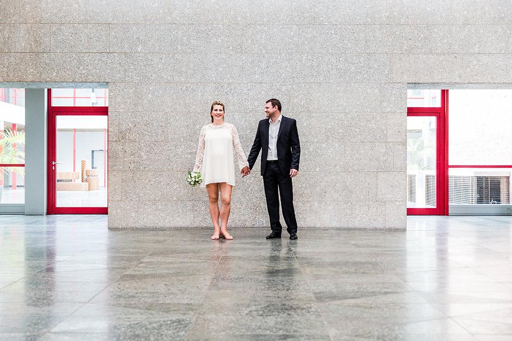 Hochzeitsfotograf-bochum-Standesamtliche-Hochzeit-am-Rheinufer-Koln-24.jpg