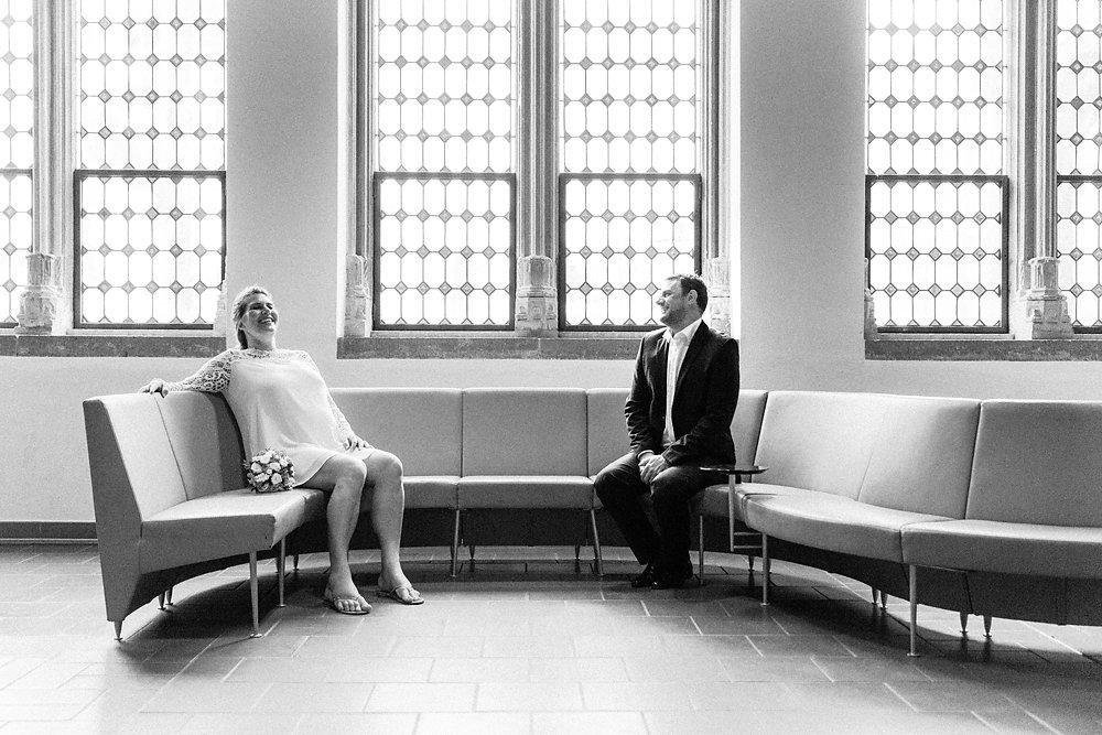 Hochzeitsfotograf-bochum-Standesamtliche-Hochzeit-am-Rheinufer-Koln-27.jpg