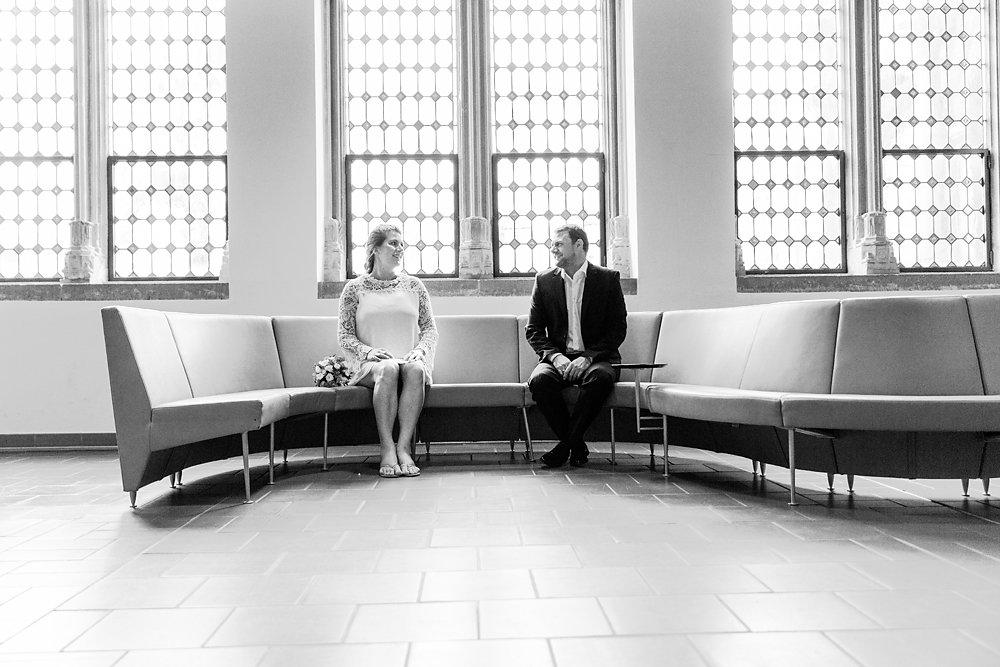 Hochzeitsfotograf-bochum-Standesamtliche-Hochzeit-am-Rheinufer-Koln-28.jpg