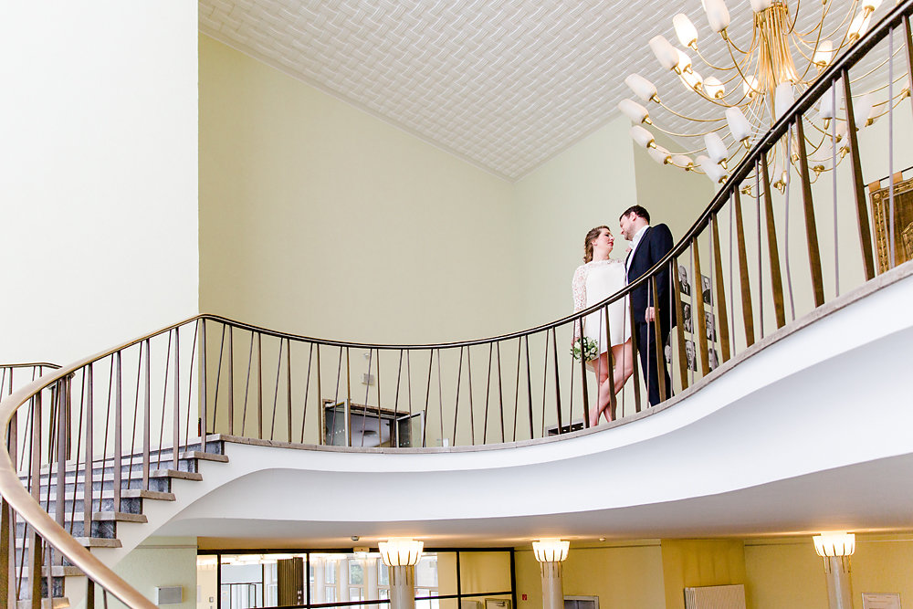 Hochzeitsfotograf-bochum-Standesamtliche-Hochzeit-am-Rheinufer-Koln-30.jpg