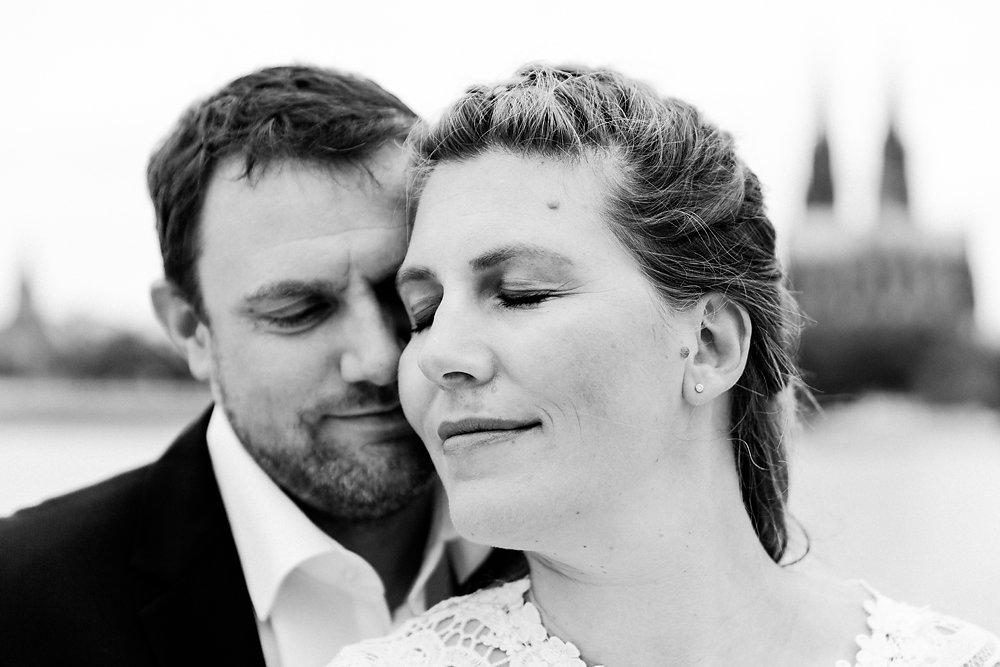 Hochzeitsfotograf-bochum-Standesamtliche-Hochzeit-am-Rheinufer-Koln-36.jpg