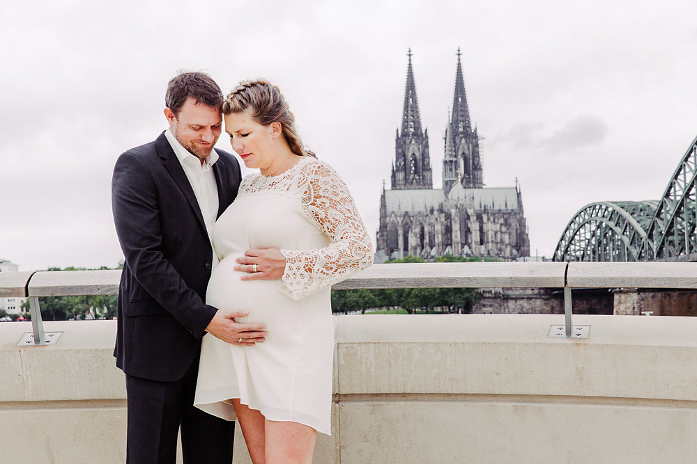 Hochzeitsfotograf-bochum-Standesamtliche-Hochzeit-am-Rheinufer-Koln-37.jpg