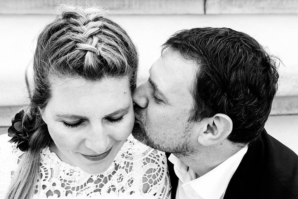 Hochzeitsfotograf-bochum-Standesamtliche-Hochzeit-am-Rheinufer-Koln-41.jpg