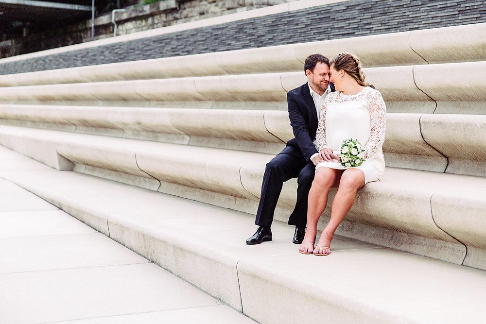 Hochzeitsfotograf-bochum-Standesamtliche-Hochzeit-am-Rheinufer-Koln-47.jpg