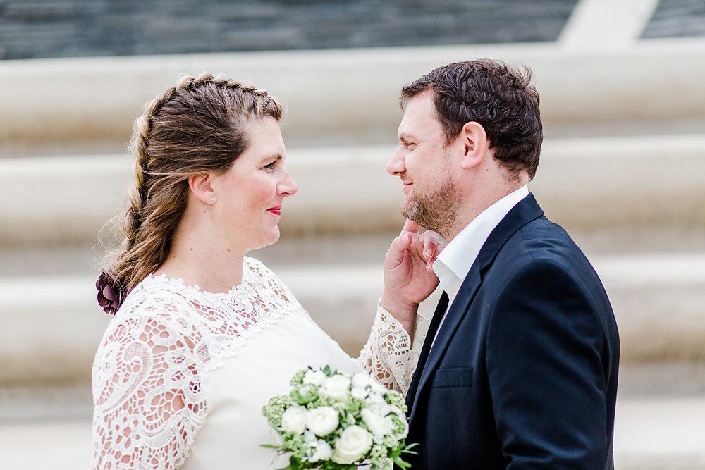 Hochzeitsfotograf-bochum-Standesamtliche-Hochzeit-am-Rheinufer-Koln-53.jpg