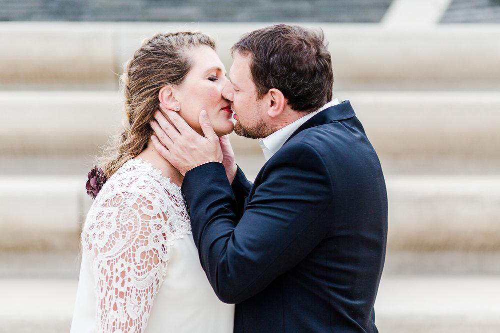 Hochzeitsfotograf-bochum-Standesamtliche-Hochzeit-am-Rheinufer-Koln-54.jpg