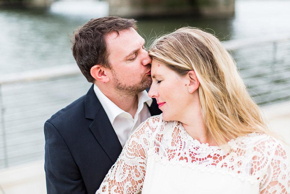 Hochzeitsfotograf-bochum-Standesamtliche-Hochzeit-am-Rheinufer-Koln-62.jpg