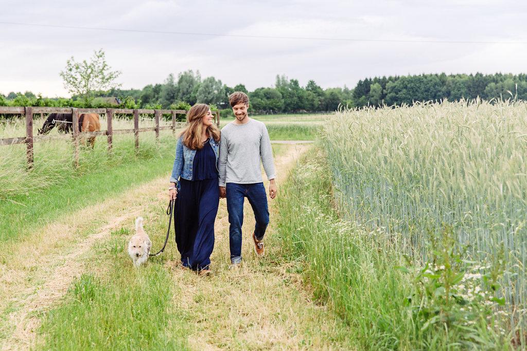 mh-hochzeitsfotografie-verlobung-im-gruenen-botropp-05.jpg