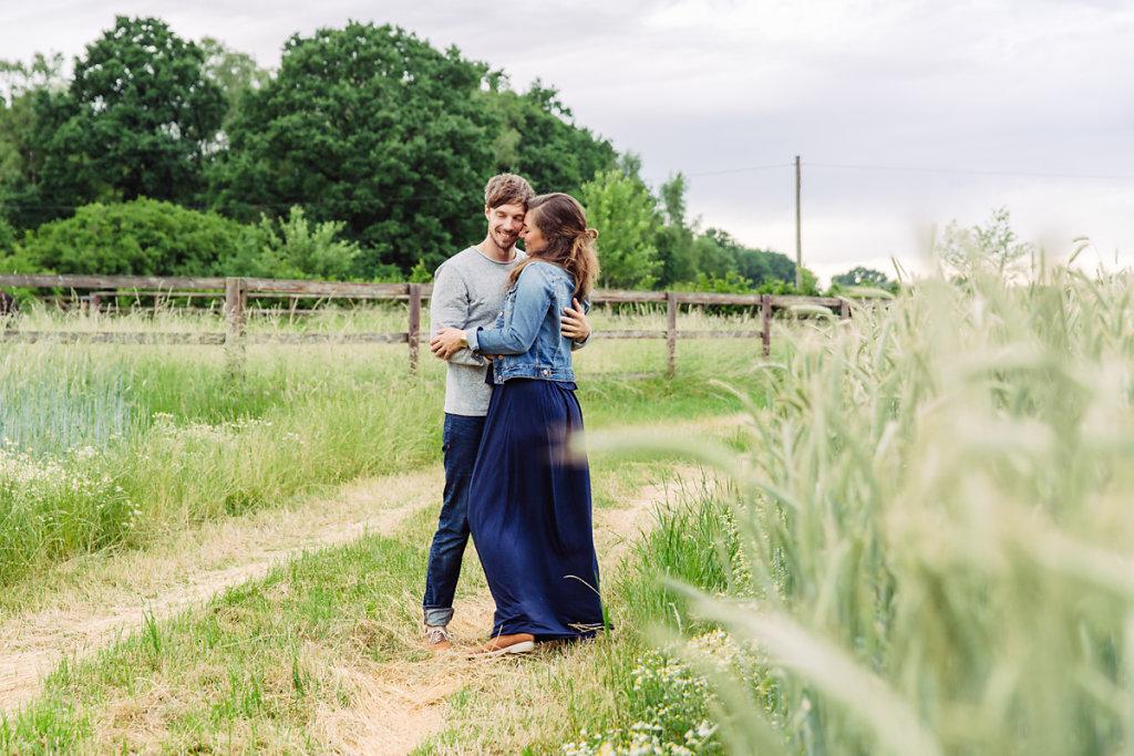 mh-hochzeitsfotografie-verlobung-im-gruenen-botropp-06.jpg