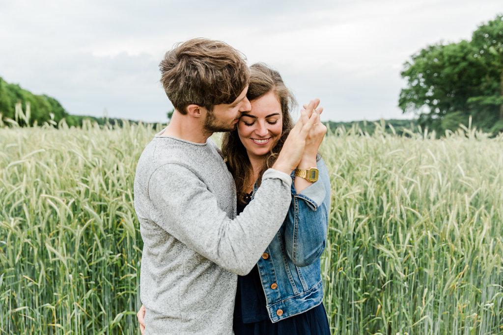 mh-hochzeitsfotografie-verlobung-im-gruenen-botropp-10.jpg