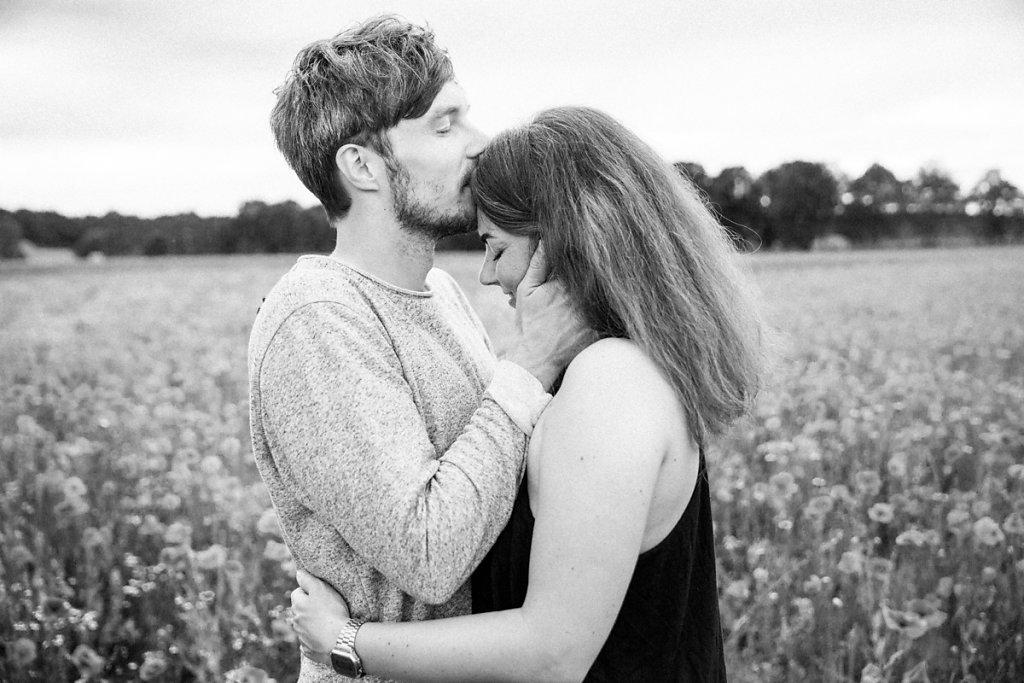 mh-hochzeitsfotografie-verlobung-im-gruenen-botropp-14.jpg