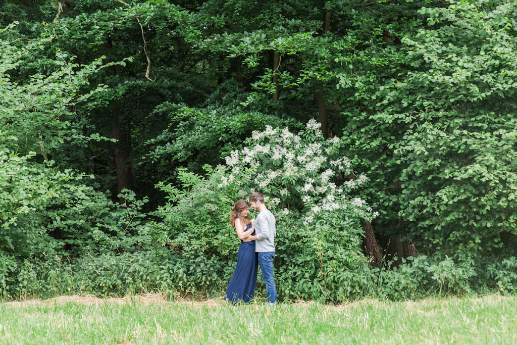 mh-hochzeitsfotografie-verlobung-im-gruenen-botropp-15.jpg