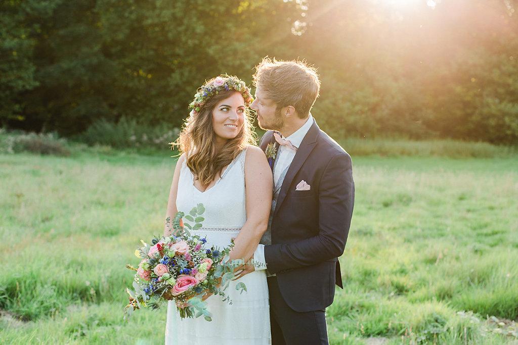 Melanie-Graas-Hochzeitsfotografie-Mitten-Im-Pott-Boho-DIY-Bottrop-Blumenkranz-82.jpg